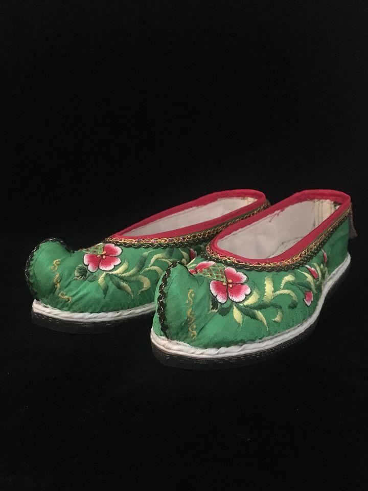 集 白族刺绣纯手工绣花鞋 翘头手工胶底绣花鞋